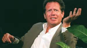 Garry Shandling in chair